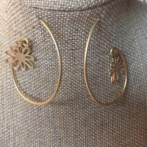Jewelry - Super fun gold-tone earrings